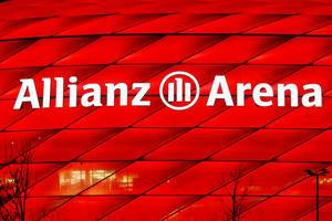 Allianz Arena, red light, night view of logo