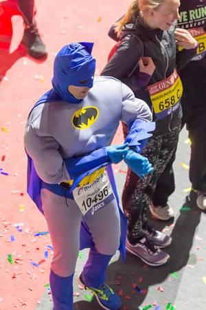 Als Batman gekleideter Läufer - Frankfurt Marathon 2017