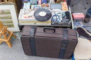 Alte Koffer, Platten und andere Gebrauchtwaren am Naschmarkt