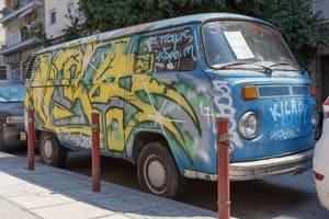 Alter VW Transporter übersprüht mit Graffiti
