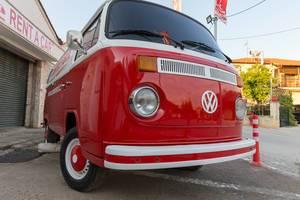 Alter VW Transporter vom Mietwagenunternehmen Cosmo Rent