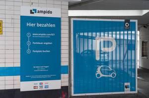 Ampido Digitale Parkplatzbuchung Erklärungsplakat im Parkhaus