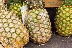 Ananas aus Costa Rica im Supermarkt