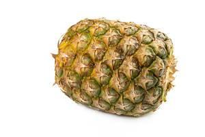 Ananas über Weiß