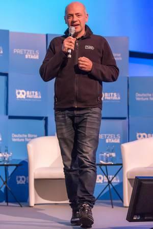 Andre Haddad hält eine Rede