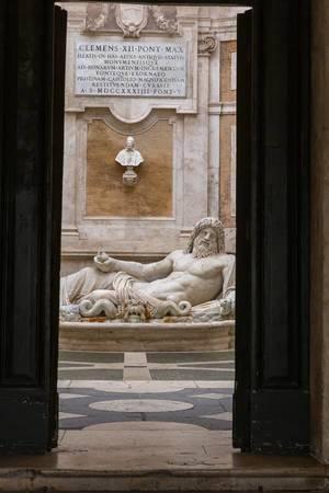 Antike Statue des Neptun in den Kapitolinische Museen in Rom