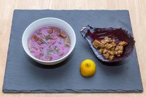 Apfel-Rotkohl-Suppe mit Maronen