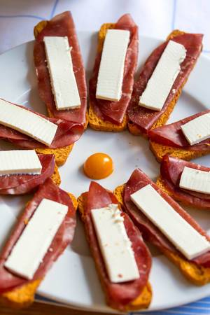 Appetizer with Tomato Bread and Ham