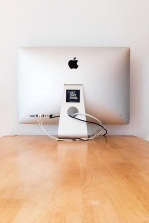 Apple iMac mit Get Shit Done Aufkleber