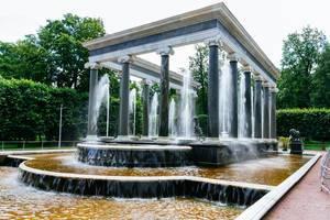 Arc fountain in former Tsar Peter estate / Bogenbrunnen im ehemaligen Zar Peter Anwesen