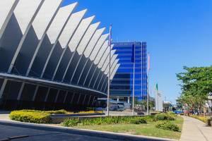 Architektonisches Design der Außenfassade des Kongresszentrums in Iloilo auf den Philippinen