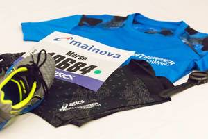 ASICS running shoes, sportswear and bib number