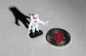 Astronaut and silver Bitcoin on the moon (Flip 2019)
