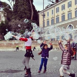 Auch die Kinder haben Spaß in Rom.