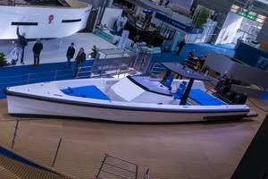 Auf Höchstgeschwindigkeiten ausgelegtes Motorboot von Wally in weiß und blau