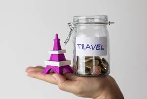 Aufgespartes Geld für  eine Reise nach Paris