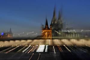Aufnahme vom Kölner Dom mit Zoom-In-Effekt