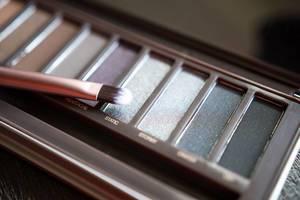 Augen Make-Up: Lidschatten Palette