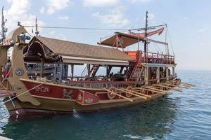 Ausflugsschiff in Form einer Trireme
