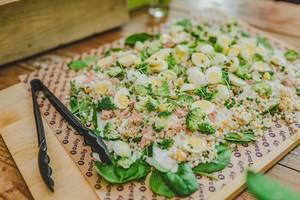 Ausgefallener Salat mit Thunfisch, Brokkoli und Ei