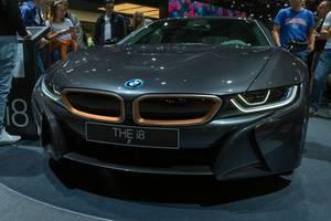 Ausstellung des Plug-in-Hybrid Sportwagen BMW i8 Coupé auf der IAA-Messe in Frankfurt