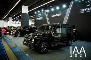 Ausstellung verschiedener Modelle von Mercedes Benz von Dizain Vip tbd