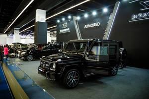 Ausstellung verschiedener Modelle von Mercedes Benz von Dizain Vip
