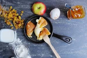 Austrian pancake recipe, Kaiserschmarrn with raisins and apple jam (Flip 2019)