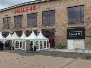 Außenansicht Eventlocation Halle 45 in Mombach, Deutschland in alter Industriehalle Waggonfabrik