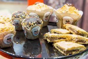 Backen mit Nutella: zwei Muffinsorten und Gebäck mit Nutella-Füllung und Glasur