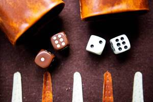 Backgammon dices browna dn white with leather dice cups