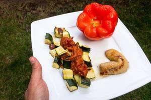 Backofenbanane mit Gemüse, Paprika und Nüssen