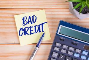 Bad credit text on a sticky note