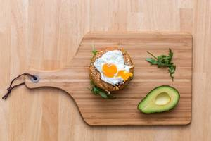 Bagel with Avocado, Rocket and Fried Egg