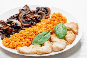 Baked chicken fillet with mushrooms and lentils (Flip 2019)