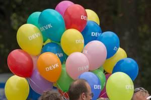 Ballons verschiedener Farben von DEVK