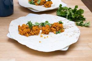 Balls made of red lentils with ajvar dip and cheese cubes