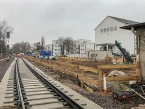 Bau neuer Bahnschienen und Baustelle bei Aachener Straße im Kölner Stadtviertel Braunsfeld