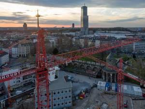 Baustelle zwischen Gereonswall und Kyotostraße mit Colonius und Kölnturm im Hintergrund