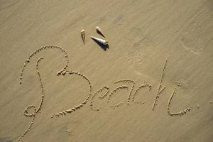 Beach im Sand geschrieben mit Seemuscheln in Vietnam