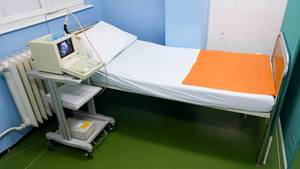 Bed and ultrasound device at a clinical department for gynecology and obstetrics