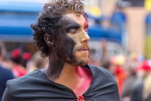 Belgischer Fußballfan mit geschminktem Gesicht