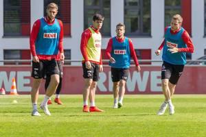 Benno Schmitz, Louis Schaub, Lasse Sobiech und Jorge Meré während des ersten Trainings mit dem neuen 1. FC Köln Trainer André Pawlak