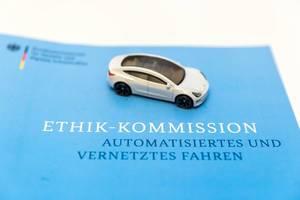 Bericht der Ethik-Kommission: Verkehrsministerium über ethische Regeln beim automatisierten und vernetzten Fahren