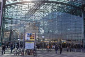 Berlin Hauptbahnhof im Winter