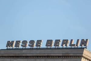 Beschriftung auf dem Messgebäude von Messe Berlin