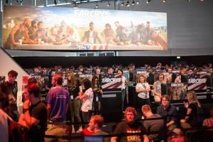 Besucher auf der Games-Bühne von Far Cry 5