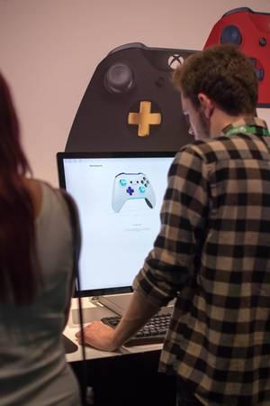 Besucher gestalten Xbox One Kontroller
