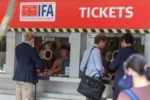 Besucher kaufen IFA 2018 Eintrittskarten