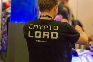 Besucher mit Crypto Lord Shirt auf der Gamescom 2018